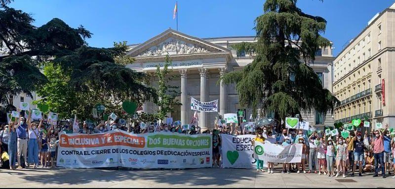 Centenares de personas piden que la Ley Celaá no acabe con los centros de Educación Especial